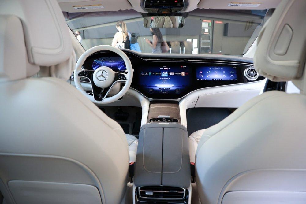 Autoteollisuus tähtää sähköiseen tulevaisuuteen